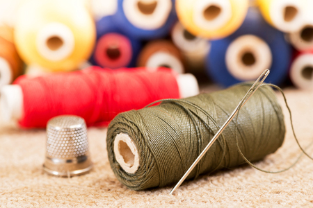 kit de costura: detail of sewing kit in the workroom