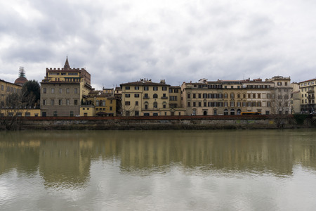 ponte vecchio: Ponte Vecchio and other similiar architecture buildings over the river.