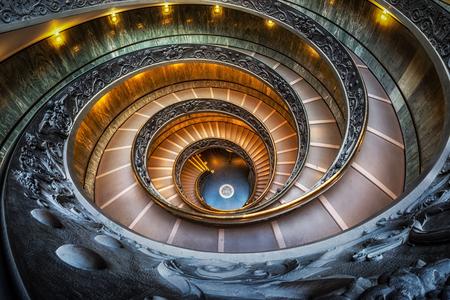 Het museumwenteltrap van Vatikaan met fisheyes lens wordt genomen die. Genomen in Vaticaan, Italië Stockfoto