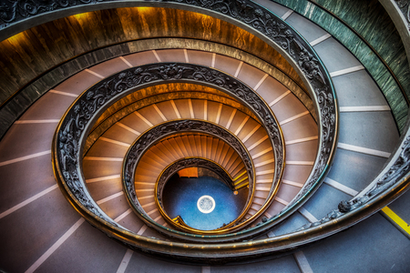 Vatican museum spiral staircase. taken from the top 版權商用圖片 - 88272301