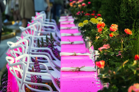 flower banquet setup with pink tables and roses in goyang flower festival in korea Banque d'images - 102257120