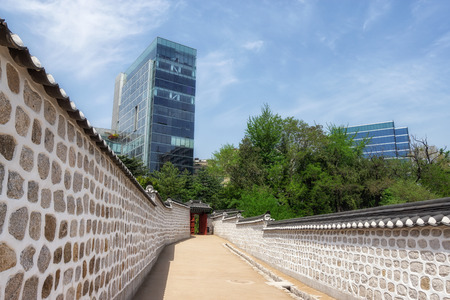 the path taken by gojong king also called kings road nearby seoul, south korea. the road connects deoksugung palace to old russian legation. Banco de Imagens