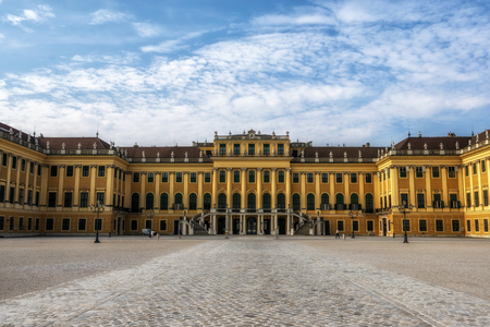 schonbrunn palace viewed from the main entrance. A famous palace in vienna, austria. Reklamní fotografie - 129869039