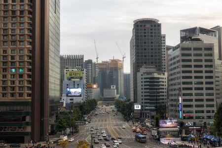 Sunyemun gate late hour taken with the busy traffic. Seoul, South Korea. Redakční