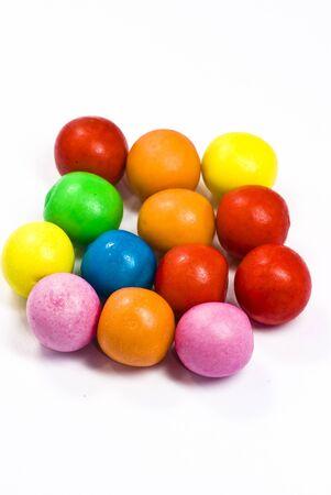 goma de mascar: caramelos en el fondo blanco Foto de archivo