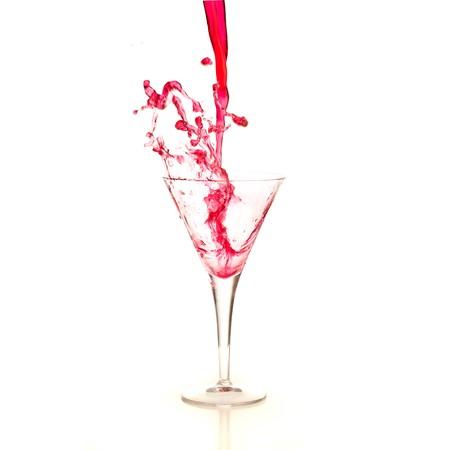 bebidas alcoh�licas: bienvenida c�ctel aislado en un fondo blanco