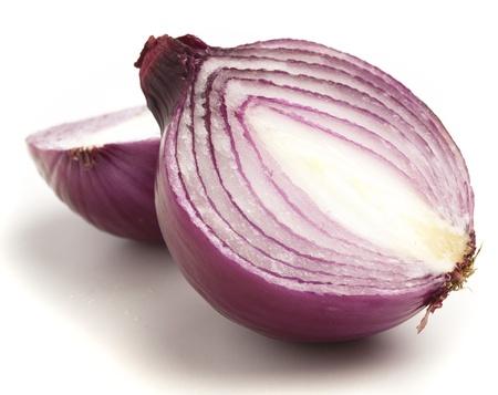 onion isolated: cebolla morada aislado en un fondo blanco