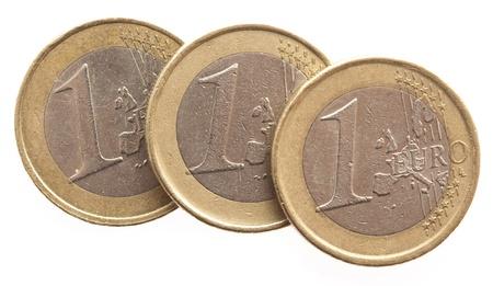 dinero euros: monedas de euro aisladas en un fondo blanco Foto de archivo