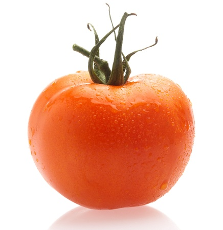 tomate cherry: un tomate cereza sobre un fondo blanco Foto de archivo