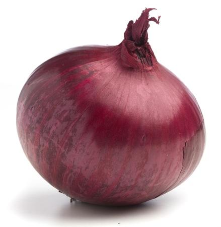 cebolla blanca: cebolla morada aislado en un fondo blanco