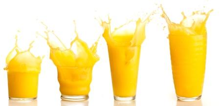 vaso de jugo: colecci�n de bienvenida de jugo de naranja sobre un fondo blanco