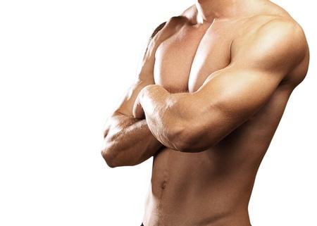 desnudo masculino: fuerte torso de un hombre joven sobre fondo blanco