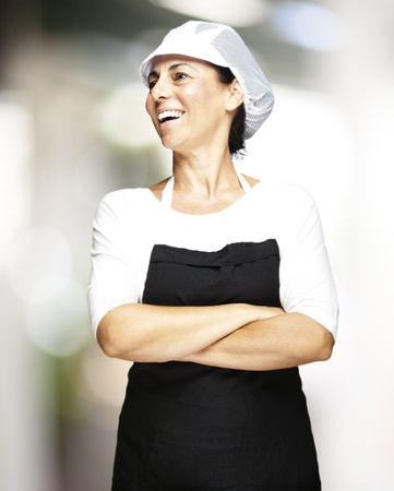 Porträt von Frau mittleren Alters trägt Schürze und Hut-Mesh-Innen-