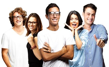 jonge mensen glimlachend over een witte achtergrond