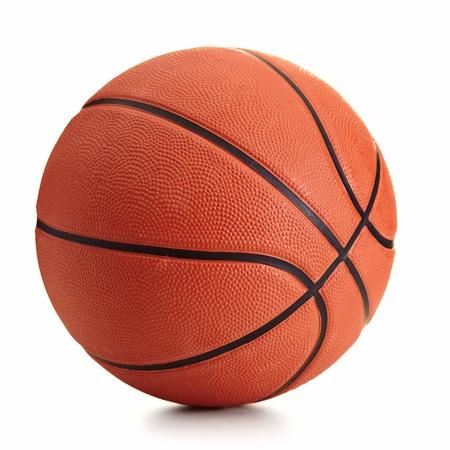 白い背景の上のバスケット ボール