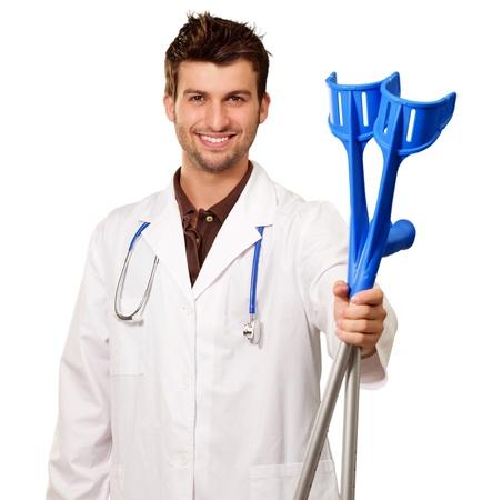 Doctor holding Béquilles Isolé Sur Fond Blanc