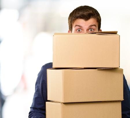 Man holding cardboard boxes, outdoor Standard-Bild