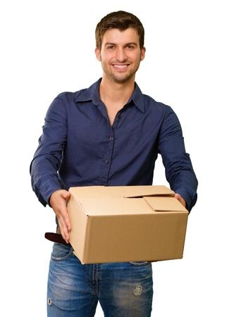 weitermachen: Ein junger Mann mit Karton auf wei�em Hintergrund