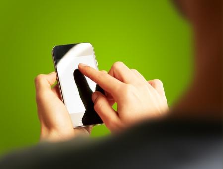 mano touch: Mano mobile touch su sfondo verde