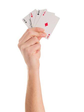 jeu de carte: Close-up de la main tenant quatre aces sur fond blanc
