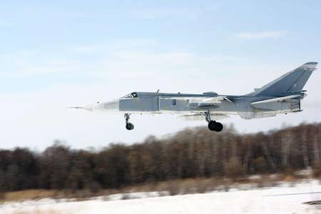 esgrimista: Bombardero militar diferencia Su-24