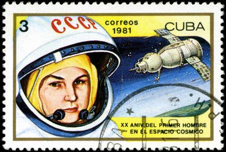tereshkova: CUBA - CIRCA 1981: un timbro stampato in Cuba mostra Valentina Tereshkova, prima donna nello spazio e Vostok 6, 20 ? anniversario del primo uomo nello spazio, circa 1981 Editoriali