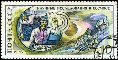 researches: URSS - CIRCA 1976: Postcard stampato in URSS mostra Ricerche scientifiche nello spazio, circa 1976