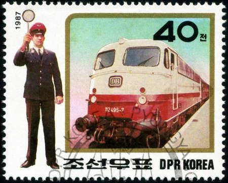 locomotora: KOREA - CIRCA 1987: Un sello impreso en Corea mostrando locomotora de vapor, alrededor del año 1987