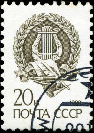 resonator: RUSSIA - CIRCA 1998: A stamp printed in Russia shows Harp inside Laurels, circa 1998. Editorial