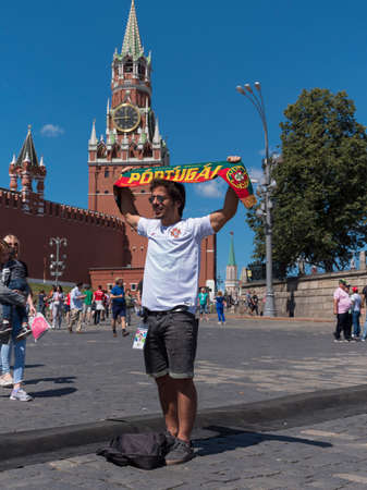 MOSCOW - JUNE 20, 2018: Soccer World Cup Fanatics of Portugal with their typical costumes in the streets June 20, 2018 in Moscow, Russia. 版權商用圖片 - 105120770