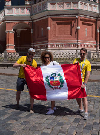 MOSCOW - JUNE 20, 2018: Soccer World Cup Fanatics of Peru with flags with their typical costumes in the streets June 20, 2018 in Moscow, Russia 版權商用圖片 - 106111735