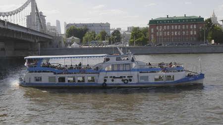MOSCOW - JUNE 7: pleasure boat sailing under the Crimean bridge on June 7, 2018 in Moscow, Russia. Archivio Fotografico