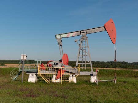 Oil pumpjack. Oil industry equipment. Stockfoto