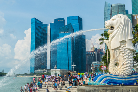 Singapore City, Singapore - 07 19 2015: Merlion statue, the national symbol of Singapore Редакционное
