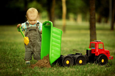 constructor: little constructor with shovel