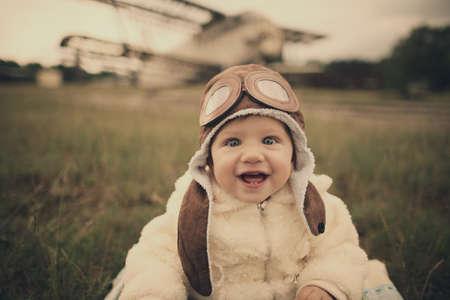 lieve kleine baby dromen van zijn piloot