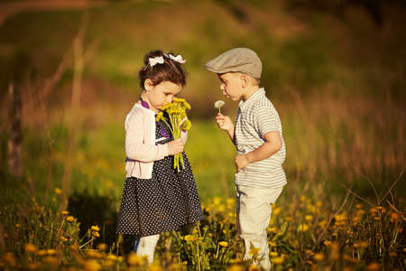boy and girl in summer field Banque d'images