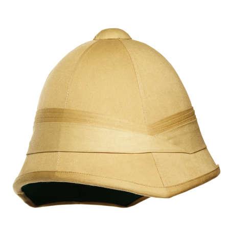 médula: sombrero de safari amarillo aislado en el fondo blanco
