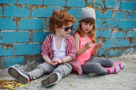 photo of two little cute hipsters Foto de archivo