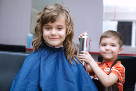 niños rubios: two funny children play in the barbershop