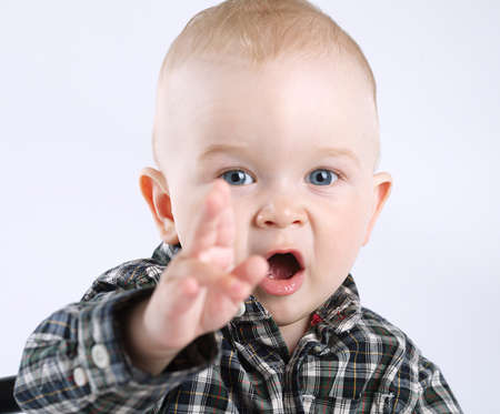 finger bow: photo of little boy pointing to the side