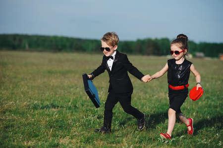 少年と少女のスパイを再生