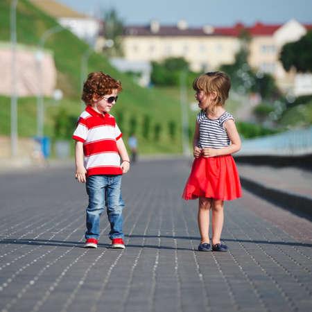happy boy and crying girl Reklamní fotografie