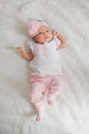 cute newborn girl at home Imagens - 88990895
