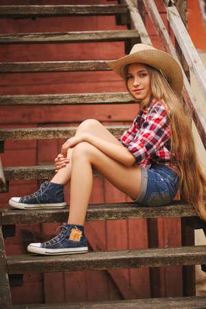 長い髪の美しい若い女の子 写真素材