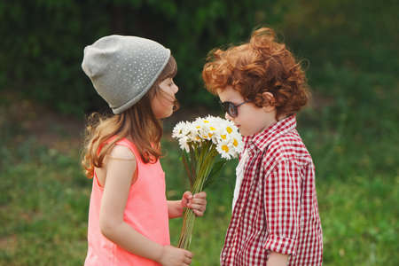 hipster boy and girl in park Archivio Fotografico - 99510599