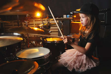 boy plays drums in recording studio Imagens