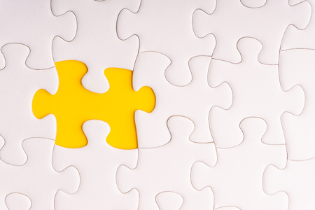 White jigsaw puzzle and missing pieces with selective focus and crop fragment Standard-Bild - 117925847