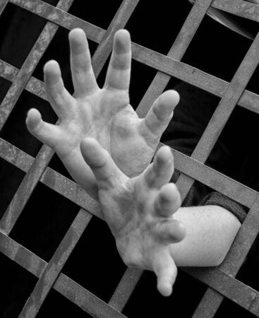 manos: manos gritando