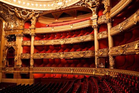 Die Oper oder der Palast Garnier. Innenansicht der Zuschauerraum. Paris, Frankreich.